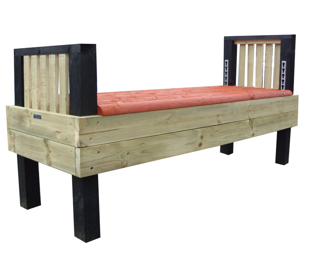 Height adjustable bed with no poles