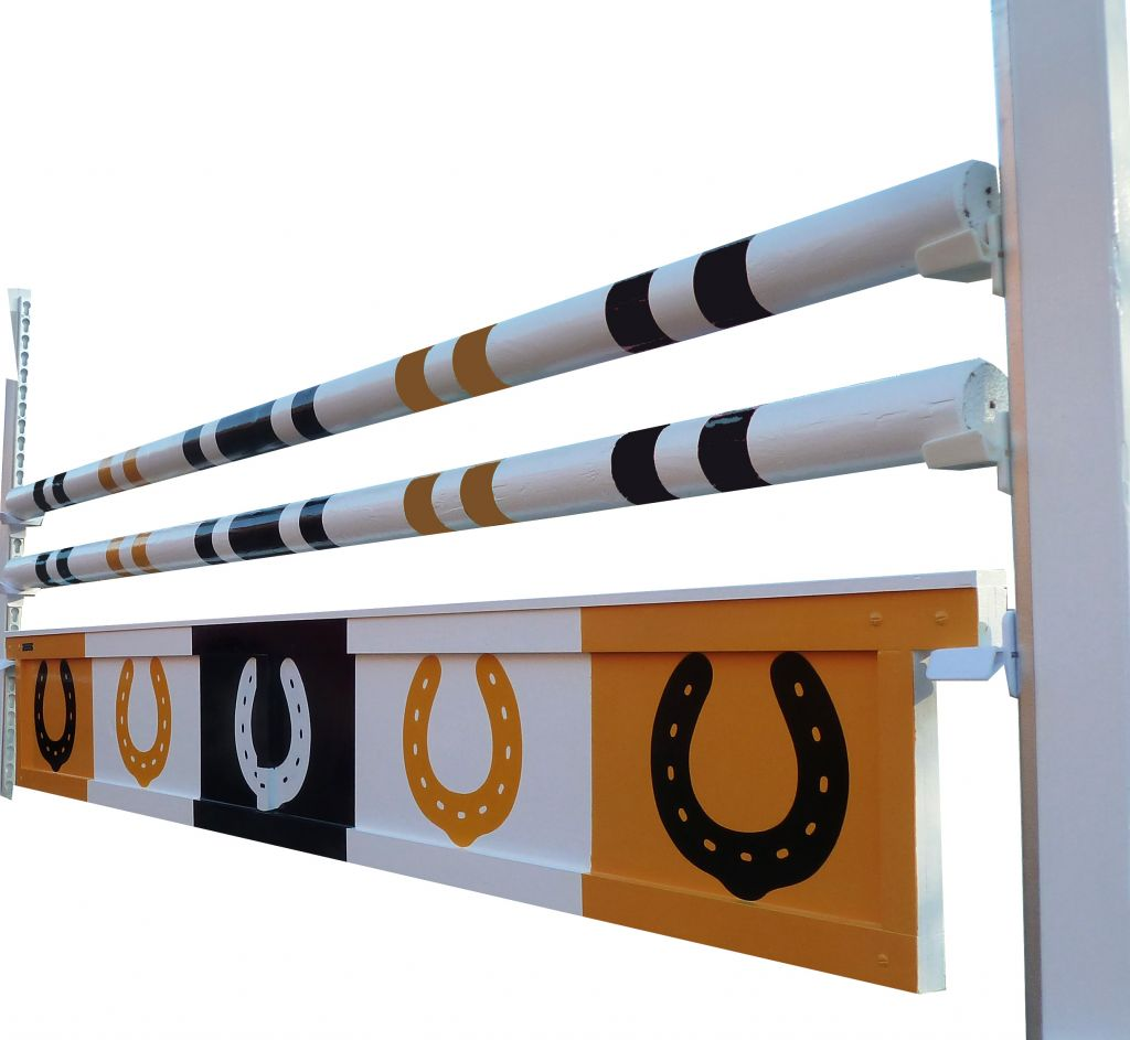 Solid hanging filler with horseshoes