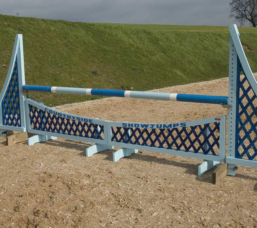 Dipping trellis fillers in Pale blue & blue