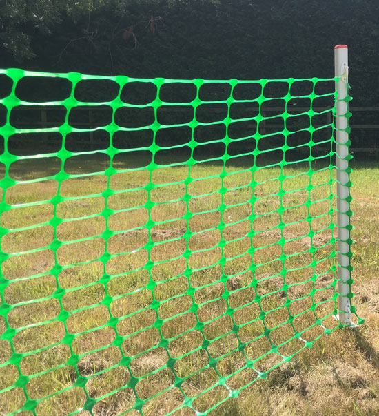 Roping post with mesh